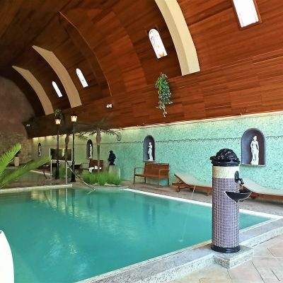 Hot thermal pool with drinking fountain in Naturmed Hotel Carbona