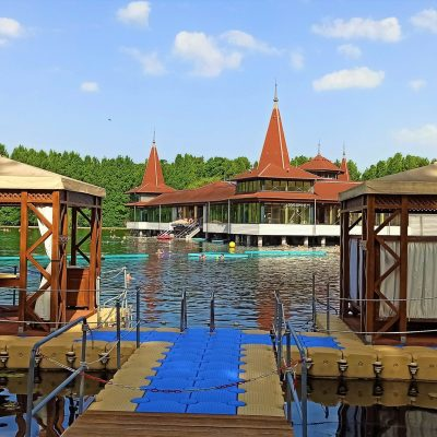 Spa experience and mud treatment directly on the lake